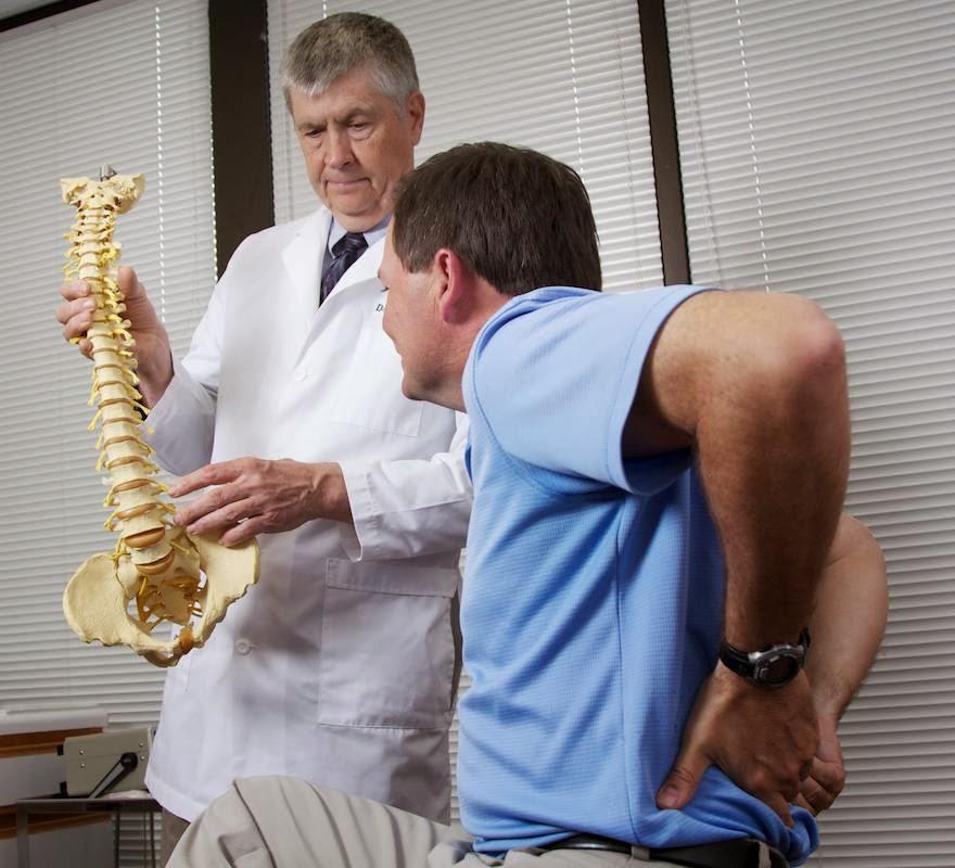 Боль при симптомах остеохондроза пояснично-крестцового отдела позвоночника