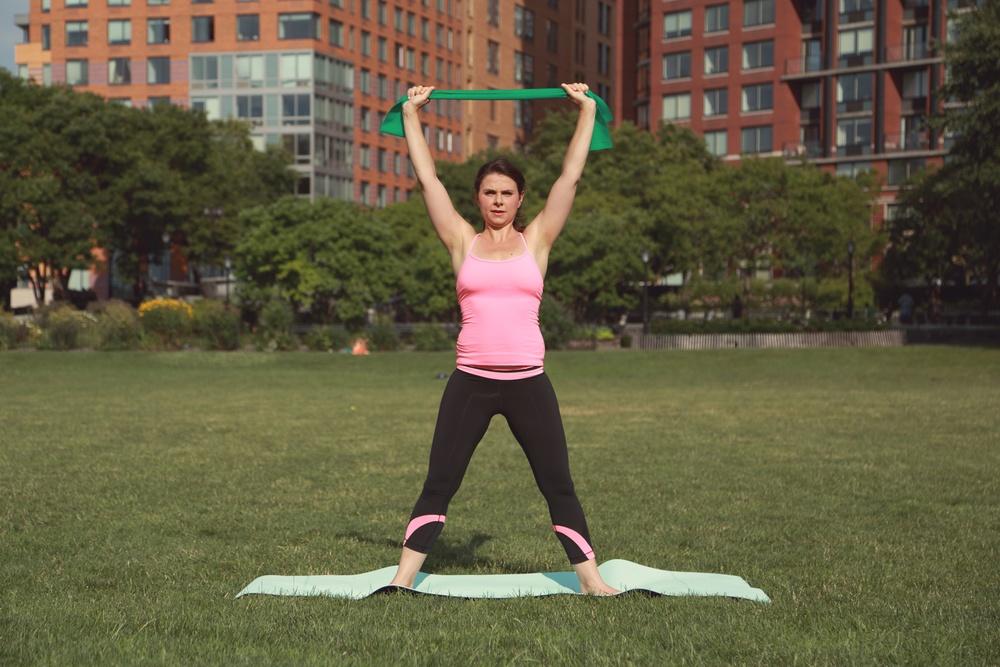Первые упражнения для выпрямления осанки