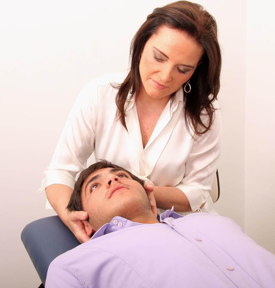 Массаж для лечения грыжи шейного отдела позвоночника народными средствами
